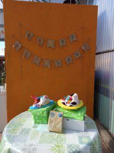 3.regalo 225x300 - Paso a paso en Pececitos Cumpleaños en Colmenar Viejo